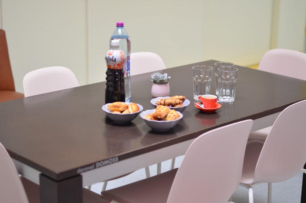 Gynekologicko pôrodnícke oddelenie v Piešťanoch sa teší novým stolom od DOMOSSu